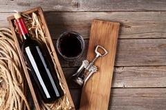 Bottiglia e vetro del vino rosso Fotografie Stock Libere da Diritti