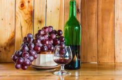 Bottiglia e vetro di vino di natura morta Fotografia Stock Libera da Diritti