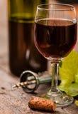 Bottiglia e vetro di vino rosso Fotografia Stock Libera da Diritti