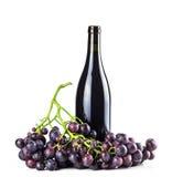 Bottiglia ed uva del vino rosso Fotografie Stock Libere da Diritti