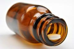 Bottiglia medica del Brown e pillola bianca Fotografia Stock Libera da Diritti