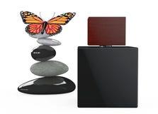 Bottiglia nera dello spruzzo di profumo con la farfalla sopra le pietre equilibrate Fotografia Stock Libera da Diritti