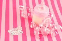 Bottiglia per il latte della neonata Fotografie Stock Libere da Diritti