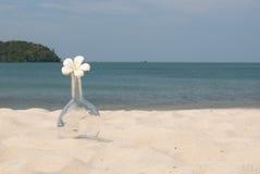 Bottiglia sulla spiaggia fotografie stock