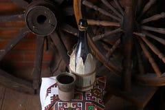 Bottiglia tradizionale di vino Immagini Stock Libere da Diritti