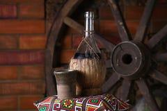 Bottiglia tradizionale di vino Fotografia Stock Libera da Diritti