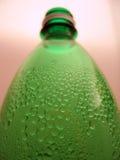 Bottiglia verde con le gocce Fotografia Stock Libera da Diritti