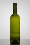 Bottiglia vuota di vino su fondo bianco Immagine Stock Libera da Diritti