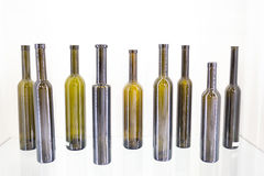 Bottiglia vuota di vino su un fondo bianco Immagini Stock Libere da Diritti