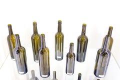Bottiglia vuota di vino su un fondo bianco Fotografie Stock