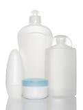 Bottiglie bianche dei prodotti di bellezza e di salute Immagini Stock