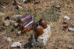 Bottiglie chimiche che sporcano il supporto Fotografia Stock