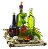 Bottiglie con i peperoni sulla borsa di tela da imballaggio Fotografie Stock Libere da Diritti
