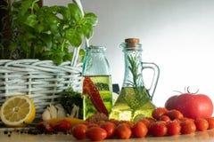 Bottiglie con olio condito fotografia stock