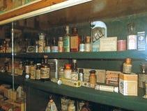 Bottiglie d'annata delle medicine Fotografie Stock Libere da Diritti