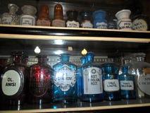 Bottiglie d'annata delle medicine Immagine Stock