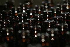 Bottiglie da birra del Brown Immagine Stock