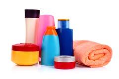 Bottiglie dei prodotti di bellezza e di salute isolati immagine stock