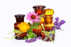 Bottiglie del ` s del farmacista con medicina alternativa Fotografia Stock Libera da Diritti