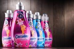 Bottiglie dell'emolliente liquido del tessuto di Coccolino Immagini Stock Libere da Diritti