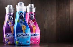 Bottiglie dell'emolliente liquido del tessuto di Coccolino Fotografia Stock