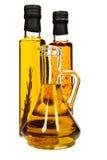 Bottiglie dell'olio di oliva aromatico. Fotografie Stock