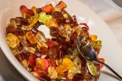 Bottiglie della cola di Gummi fotografia stock