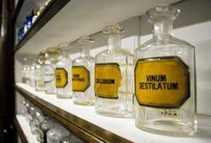 Bottiglie della farmacia Fotografie Stock