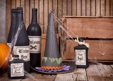 Bottiglie della pozione con il cappello witched Immagine Stock Libera da Diritti