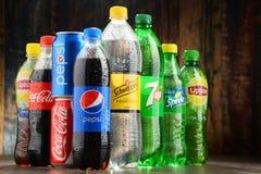 Bottiglie delle bibite globali assortite Immagine Stock