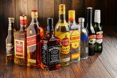 Bottiglie delle marche assortite del superalcolico Fotografie Stock Libere da Diritti