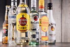 Bottiglie delle marche globali assortite del superalcolico Fotografia Stock