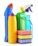 Bottiglie detersive isolate su bianco Rifornimenti di pulizia chimica Fotografie Stock