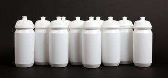 Bottiglie di acqua bianche immagine stock