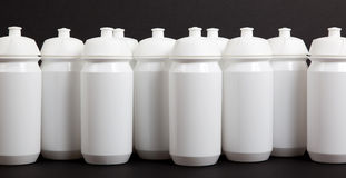 Bottiglie di acqua bianche fotografie stock libere da diritti