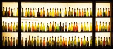 Bottiglie di birra antiche alla fabbrica di birra di Gaffel in Colonia Fotografie Stock Libere da Diritti