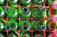 Bottiglie di birra di vetro verde Immagine Stock