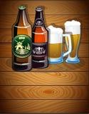 Bottiglie di birra e vetri Immagine Stock
