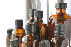Bottiglie di Brownglass per le lozioni cosmetiche, sieri, oli Fotografia Stock Libera da Diritti
