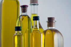 Bottiglie di olio d'oliva vergine extra Fotografia Stock Libera da Diritti