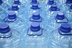 Bottiglie di plastica di acqua Fotografia Stock
