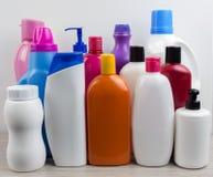 Bottiglie di plastica su bianco Immagini Stock
