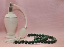 Bottiglie di profumo con spruzzo nel retro stile Fotografia Stock Libera da Diritti