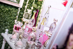 Bottiglie di profumo di lusso Immagini Stock Libere da Diritti
