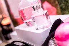 Bottiglie di profumo di lusso Immagini Stock