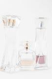 Bottiglie di profumo sopra bianco Immagine Stock