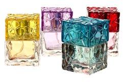 Bottiglie di vetro di profumo isolate su bianco Immagini Stock