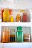 Bottiglie di vetro variopinte Immagini Stock