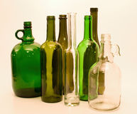 Bottiglie di vetro verdi e bianche Fotografie Stock Libere da Diritti