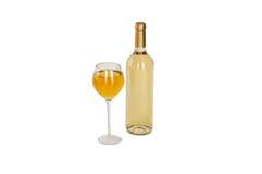 Bottiglie di vino bianco e glas. Isolato su fondo bianco Fotografia Stock